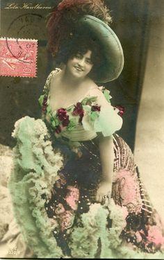 Lola Hawthorne   Vintage French photo postcard - Actress Lola Hawthorne