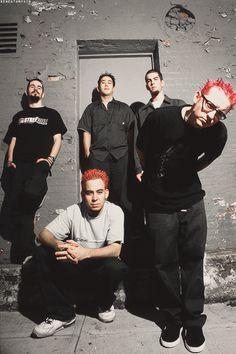 Linkin Park in the beginning. Damn the red hair though. Rock Y Metal, Nu Metal, Charles Bennington, Chester Bennington, Linkin Park Wallpaper, Linking Park, Linkin Park Chester, Linkin Park 2000, Joe Hahn
