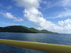 Culebra, Puerto Rico. Verde Luz de monte y mar...