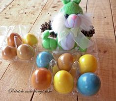 oua de Paste colorate in mod natural Eggs, Easter, Easter Activities, Egg, Egg As Food