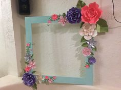 Marco para fotos decorado con flores de papel #NuovoDiseño Giant Paper Flowers, Diy Flowers, Flower Frame, Flower Wall, Picture Frames For Parties, Party Frame, Diy And Crafts, Paper Crafts, Birthday Frames