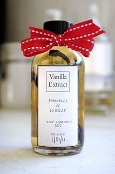 Cute idea for labeling homemade vanilla extract with use instructions on back. Sprinkles of Parsley: Homemade Vanilla Extract Jar Gifts, Food Gifts, Craft Gifts, Homemade Christmas Gifts, Christmas Crafts, Christmas Time, Homemade Vanilla Extract, Classy Christmas, Edible Gifts