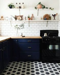 Scandinavian kitchen Design - Prepare to Fall in Love with These 2017 Kitchen Trends. Compact Kitchen, New Kitchen, Kitchen Dining, Kitchen Decor, Kitchen White, Kitchen Wood, Country Kitchen, Kitchen Paint, Kitchen Shelves