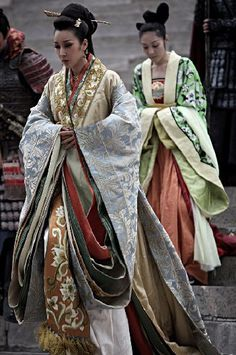 Chinese Han clothing- the oversized layered sleeves on these are amazing!