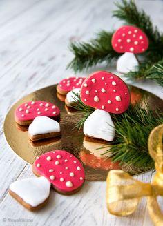 Kärpässienikeksit Syysjuhlien tarjoiluihin saa piristävän väriläiskän, kun kantaa pöytään vadillisen kärpässieniä. Myrkyllisestä maineestaan huolimatta nämä sienet ovat syömäkelpoisia.