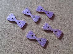 5 x 2-Hole Wooden Buttons - Glittered - 29mm - Bow - Purple