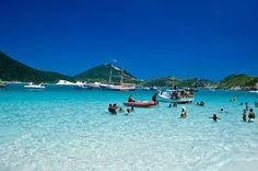 As praias do Pontal ficam à 4 km do centro de Arraial do Cabo. Para quem mora no sudeste, essa é uma opção incrível. Além de fugir das multidões típicas de Copacabana ou do Litoral Norte de São Paulo, as praias são limpíssimas e maravilhosas.