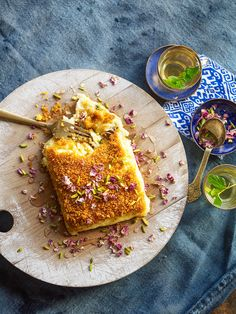 Knafeh - a Lebanese sweet cheese pastry Lebanese Recipes, Lebanese Desserts, Lebanese Cuisine, Knafeh Recipe Lebanese, Arabic Sweets, Arabic Food, Ramadan Sweets, Ramadan Food, Pudding Recipes