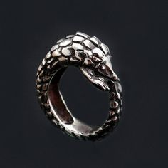 Pangolin Ring, Sterling Silver Ring Pangolin, Unusual Animal Ring, Schuppentier Ring, Anneau de Pangolin, Animal Jewelry, Unique Jewelry