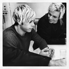 R5/ Riker Lynch and Ross Lynch