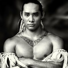 tahitian women traditions hibiscus | One of Tahiti's premier dancers is coming to Hawaii to conduct in