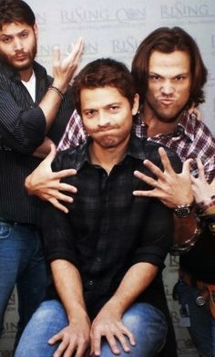 The Winchester Boys and their Guardian Angel: Jensen Ackles, Jared Padalecki, and Misha Collins. Love this show! Castiel, Supernatural Fans, Misha Collins Supernatural, Supernatural Bunker, Jensen Ackles, Jensen And Misha, Sam Dean, Sam E Dean Winchester, Winchester Brothers