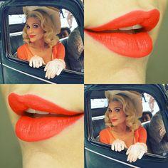 O batom laranja de Flávia Alessandra em Êta Mundo Bom