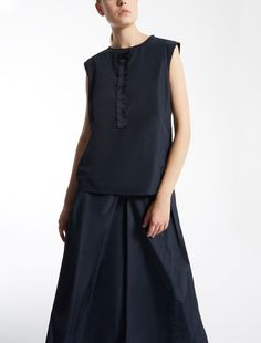 Sleeveless top in taffeta and cotton jersey with ruches at the centre decorated with jewellery embroidery.