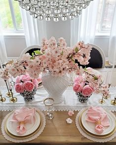 kitchen home decor Flower Arrangements Simple, Babe, Easter Table, Inspired Homes, Porch Decorating, Home Decor Accessories, Seasonal Decor, Floral Design, Design Design