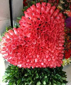 Heart of Beautiful Roses Beautiful Flowers Wallpapers, Beautiful Rose Flowers, Unusual Flowers, Flowers For You, Pretty Flowers, Funeral Flower Arrangements, Beautiful Flower Arrangements, Floral Arrangements, Funeral Bouquet