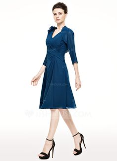 A-Line/Princess V-neck Knee-Length Chiffon Mother of the Bride Dress With Ruffle (008062540)