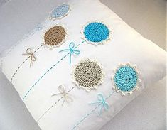 Ideas Embroidery Pillow Cases Design For 2019 Crochet Cushion Cover, Crochet Cushions, Sewing Pillows, Crochet Pillow, Diy Pillows, Crochet Fabric, Crochet Home, Crochet Motif, Diy Crochet