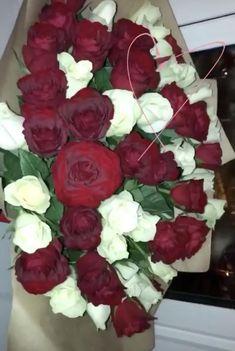 Love Rose Flower, Pretty Flowers, Purple Flowers Wallpaper, Gold Wallpaper Background, Mekka Islam, Tapete Gold, Girl Birthday Decorations, Flowers Instagram, Emotional Photography