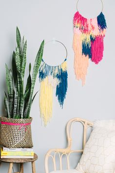 easy yarn wall hanging