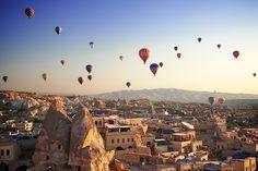 A partire da 550 Euro a persona Immergetevi nella magica atmosfera della Cappadocia, ammirando incredibili scenari fatti di tipici villaggi in pietra...