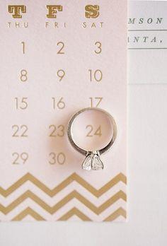 Hazte un Save the Date con los anillos de compromiso.