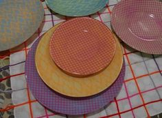 DIY Recycled project: Spruce up some old plates DIY