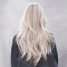 "Polubienia: 1,331, komentarze: 14 – james miju (@dearmiju) na Instagramie: ""Behold, White gold!  Good morning =^^=⛅⛅⛅ . . #hair #beige #fanola #gold #mijuvansalon #blonde"""