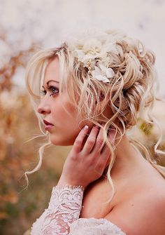 Big curls for her big day.