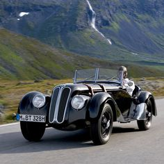 BMW 328 In the production roadsters and competition cars were still very similar in technical terms - and motorsport was still the ideal. Luxury Sports Cars, Sport Cars, Vintage Cars, Antique Cars, Carros Bmw, Automobile, Bmw Classic Cars, Bmw Cars, Amazing Cars