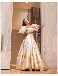 Indian Fashion Dresses, Indian Bridal Outfits, Indian Gowns Dresses, Dress Indian Style, Indian Designer Outfits, Indian Bridal Fashion, Fashion Outfits, Designer Bridal Lehenga, Designer Gowns