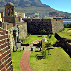 A pentagonal fortress built between 1666 and 1679 by the Dutch East India Company, as the oldest building in the country The Castle of Good Hope naturally has more than a few ghost stories. Here are some fun facts about the citadel. Cape Town Accommodation, Cape Town Tourism, South Afrika, Namibia, Le Cap, Cape Town South Africa, Port Elizabeth, Beautiful Places, Beautiful Scenery