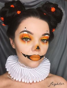 Halloween-Make-up-Ideen 33 Halloween-Make-up-Looks - Luise.site Halloween-Make-up-Ideen 33 Halloween-Make-up-Looks - Luise.site,Kostüme Halloween-Make-up-Ideen 33 Halloween-Make-up-Looks costume makeup cutcrease makeup ideas inspiration eye makeup Creepy Halloween Makeup, Halloween Makeup Looks, Creepy Makeup, Cute Clown Makeup, Halloween Makeup Clown, Halloween Pumpkin Makeup, Sexy Clown Costume, Happy Halloween, Black Hair Halloween Costumes
