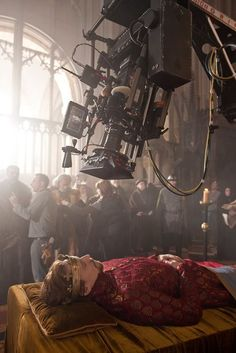 Tom Hiddleston | Henry V. (The Hollow Crown) Behind The Scenes  Lol
