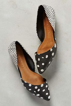 Vicenza Scaled Dot D'Orsays Black & White 40 Euro Flats, an essential to every girl's wardrobe Shoe Boots, Shoes Sandals, Shoe Bag, Flat Shoes, Ballet Shoes, Cute Shoes, Me Too Shoes, Chic Chic, Crazy Shoes