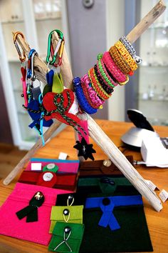 Juwelig sieradentasjes, sleutelhangers en 'sail'armbanden By: Juwelig http://lokalinc.nl/