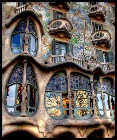 Gaudi in Barcelona, Spain. I love Barcelona and I love Gaudi! Amazing Buildings, Amazing Architecture, Art And Architecture, Barcelona Architecture, Organic Architecture, Modern Buildings, Creative Architecture, Interesting Buildings, Art Nouveau