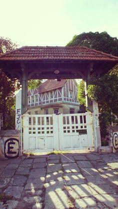 """Entrada de """"Villa Titito"""", Loma de Santa Cecilia #mardelplata #mdq #arquitectura"""
