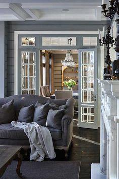 Деревянный загородный дом из бруса с собственной баней, крытым бассейном и красивой территорией сам по себе уже является мечтой. А с такими великолепными интерьерами, как в данном конкретном проекте от студии ArtHall, это и вовсе что-то невероятное! Приятная цветовая гамма из нейтральных оттенков, элегантная мягкая мебель, большие окна — дизайн и оформление выполнены с большим вкусом и с …
