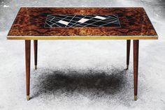 Magiczny stół, który przy pomocy zaklęcia swojego oryginalnego designu zmienia każde wnętrze. Charakterystyczna forma wzornictwa…