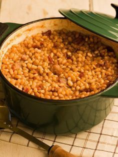 Prince Edward Island Chef Michael Smith's Maple Baked Beans. Best Baked Beans, Baked Bean Recipes, Crockpot Recipes, Cooking Recipes, Beans Recipes, Budget Recipes, Maple Baked Beans Recipe, Healthy Cooking, Fall Recipes