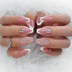 41 Elegant Nail Designs with Rhinestones Chrome und French Ombre Nails The post 41 Elegante Nageldesigns mit Strass & Nägel / Nails appeared first on Nail designs . Elegant Nail Designs, Elegant Nails, Stylish Nails, Nail Art Designs, Hair And Nails, My Nails, Nagel Tattoo, Crome Nails, Nailed It