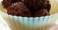 Εξαιρετική συνταγή για Τρουφάκια Σοκολάτας. Απίστευτα εύκολα να τα κάνεις και απίστευτα πεντανόστιμα για να τα φας!🍩