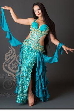 Design by Yasser / Model: Yoshie / Fig Belly Dance #figbellydance #bellydancecostume #worldwideshipping