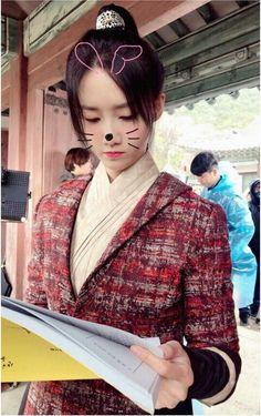 SNSD : Yoona * 윤아 * : Instagram Update 이것은 소하 일까요 산이아가씨 일가요 #융스타그램 Yoona Snsd, Sooyoung, Korean Actresses, Korean Actors, South Korean Girls, Korean Girl Groups, Yoona Drama, Im Yoon Ah, Girls Generation