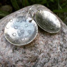 Panostetaanks pikkasen pikkujouluun? #anuek #kerava #koruseppä #korvakorut #hopeakoru #käsintehty #finnishdesign #earrings #silverjewelry #uniquejewelry