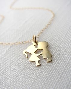 Kissing Couple Necklace - JewelMint
