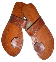 95e6b6c716648 Rajasthani Handmade Leather Slippers Women door handcraftedluxury