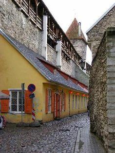 cobbletsone streets throughout the Olde Towne, Vana Tallinn