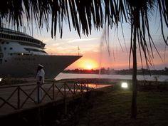 Puerto Chiapas, activities for tourists include sports fishing, boating and ATV  riding.  Puerto Chiapas, con oleaje fuerte, donde se pueden realizar actividades como pesca deportiva, paseos en lancha, paseos en motos y deportes playeros.
